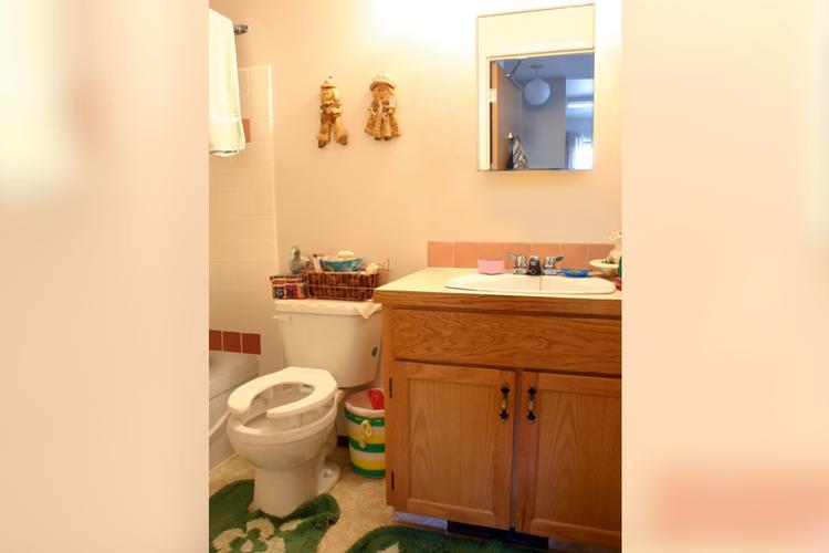 Sunshine Manor - Bathroom