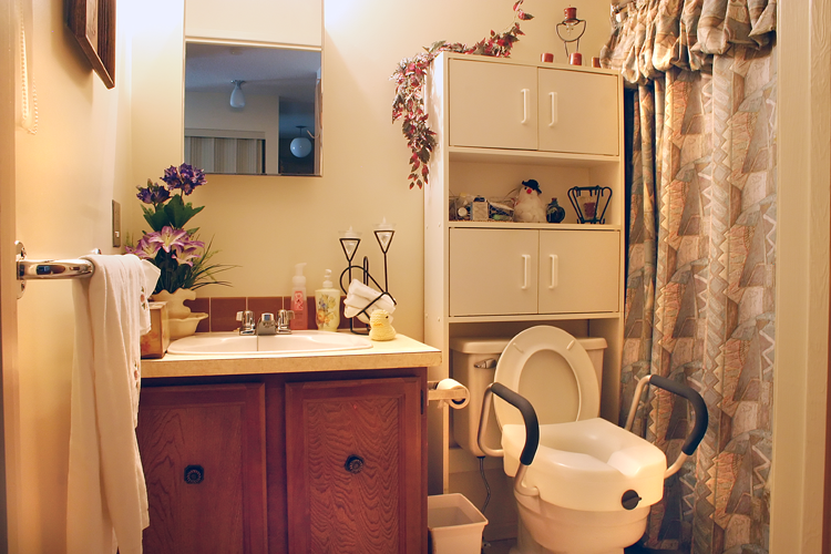 Homestead Manor - Bathroom