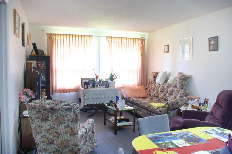 Prairie Rose Manor - Living Room